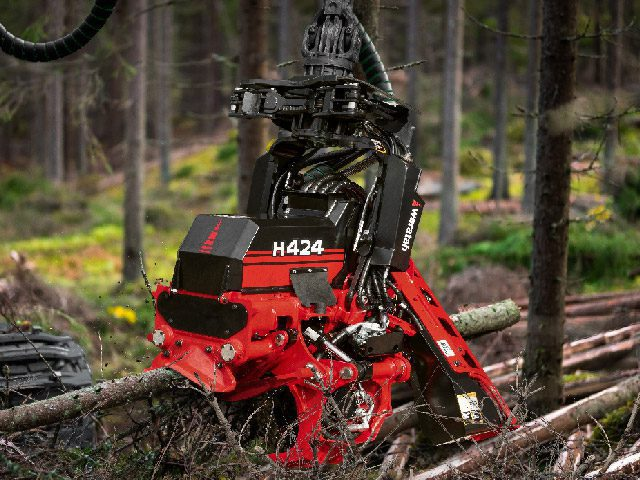 H424 harvester head - profile view